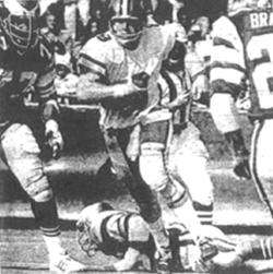 Archie Manniing scrambles against the Eagles in 1974