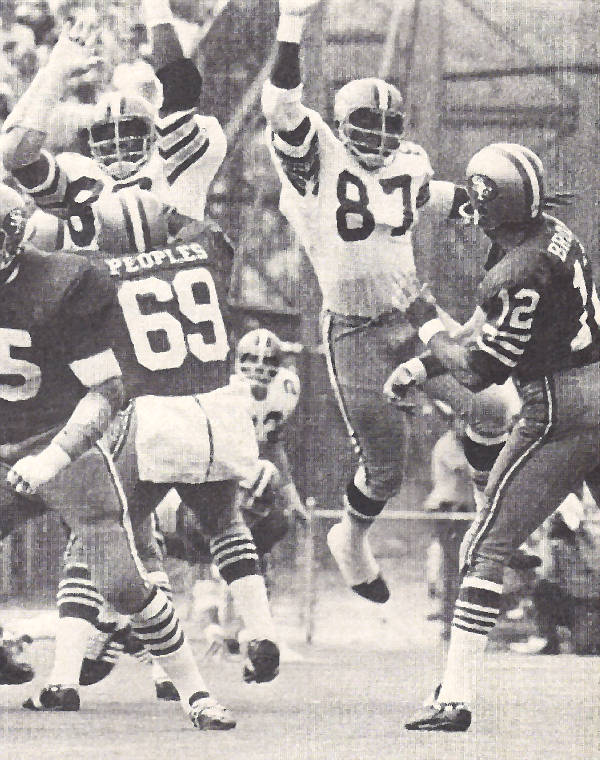Richard Neal puts the pressure on John Brodie of the San Fransisco 49ers in 1971 action