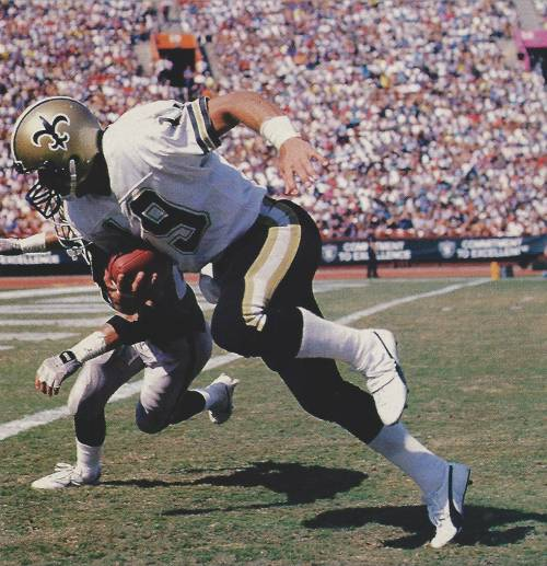 Guido Merkins makes a catch against the Oakland Raiders