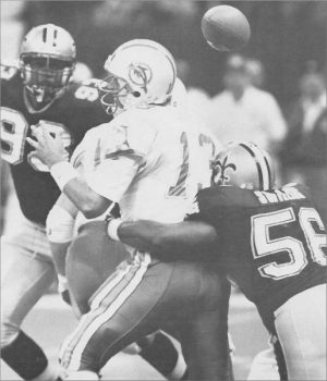 Pat Swilling sacks Dan Marino in 1992