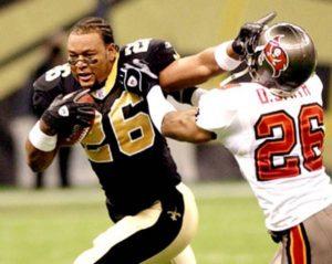 Deuce McAllister loses his helmet in 2003