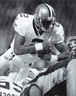 Aaron Brooks Scores Against the Rams in 2000