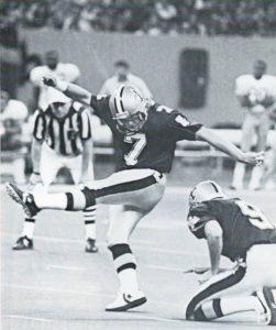 Morten Andersen kicks a 49-yard field goal against 49ers in 1989