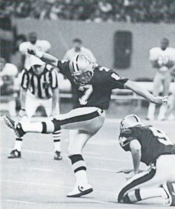 Morten Andersen kicks a 49-yard field goal against 49ers in 1989