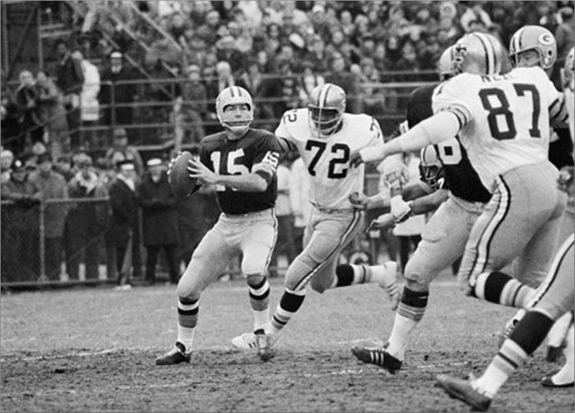 Bart Starr under pressure from 1971 New Orleans Saints defense