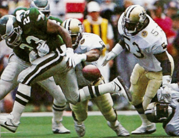 Vaughan Johnson and Sam Mills stop the Eagles | 1991
