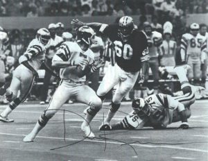 Saints-Eagles 1979 - Don Reese rushing Ron Jaworski