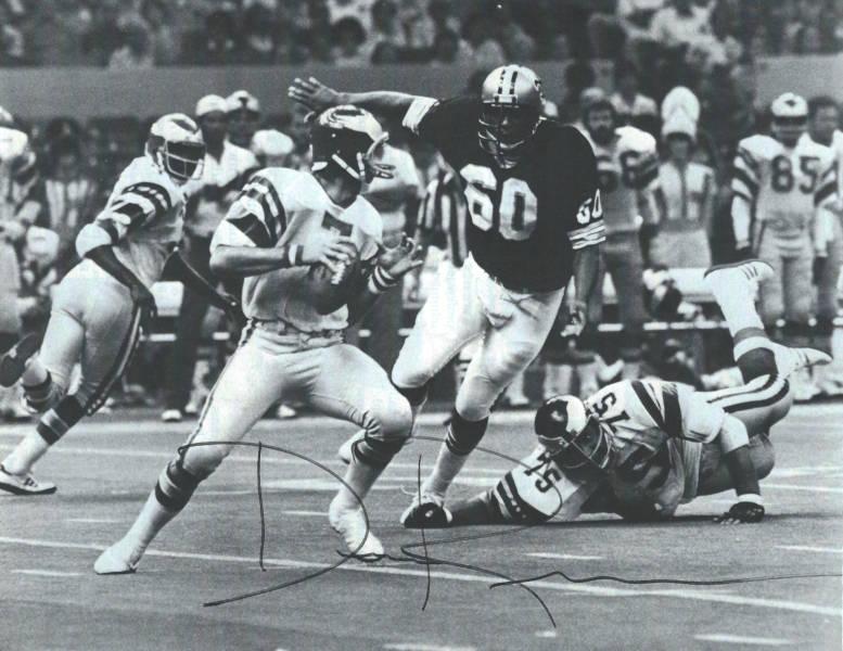 Saints-Eagles 1979 - Don Reese rushing Ron Jaworski