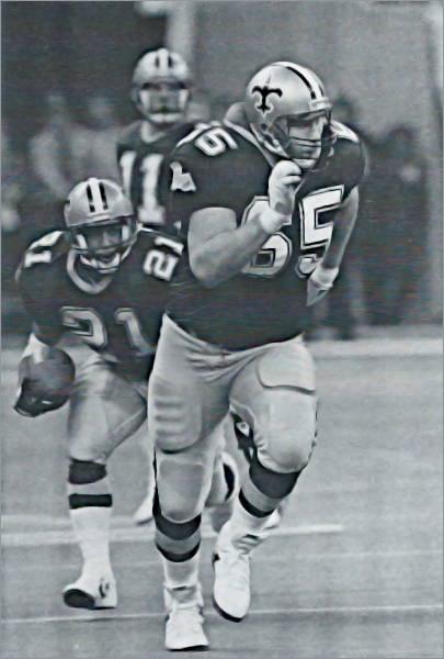 Steve Trapilo blocks for Dalton Hilliard in 1989