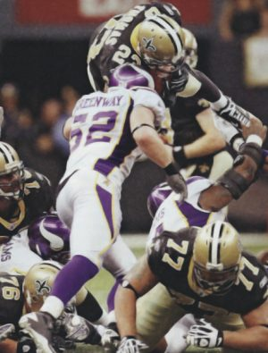 Pierre Thomas makes a1st Down in 2009 NFC Championship game.
